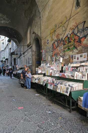 I banchi di Port'Alba, a Napoli