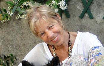 """Annamaria Manzoni, autrice del libro """"Tra cuccioli ci si intende. Bambini e animali"""""""