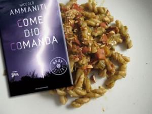 Come Dio comanda di Niccolò Ammaniti e la pasta con basilico, pomodori e mandorle