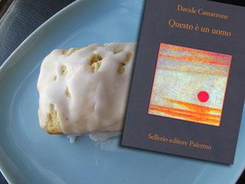 Questo è un uomo di Davide Camarrone e il plum cake di pere con glassa bianca