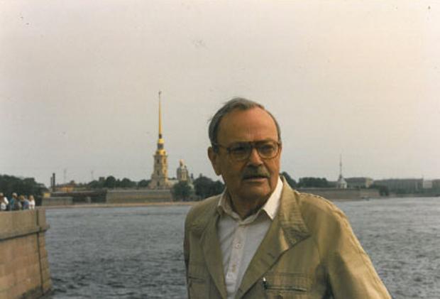 Aldo Buzzi a Pietroburgo nel 1987. Fotografia di Attilio Veraldi