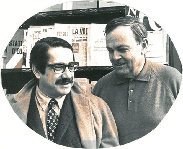 Aldo Buzzi ed Ennio Flaiano fotografati insieme nel 1970 negli uffici della Rizzoli