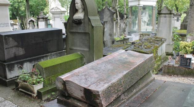 Una passeggiata letteraria al Père-Lachaise tra Proust, Baudelaire e Oscar Wilde