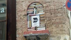 L'Espai Contrabandos: un altare di libri a Barcellona (foto Nico Condorelli)