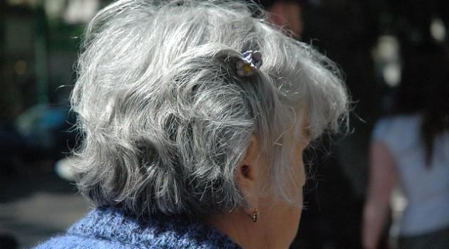 Di anziane, firme e inviti